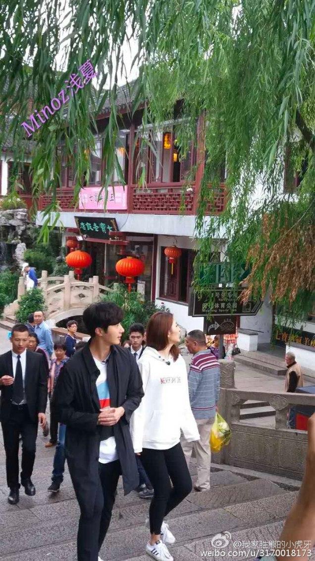 2016 Jung Il woo in Star Shop photos. Dark Gray short overcoat. 4