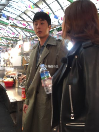 2016 Jung Il woo in Star Shop photos. Green overcoat. 23