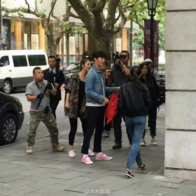 2016 Jung Il woo in Star Shop photos. Pink Shoes. 2
