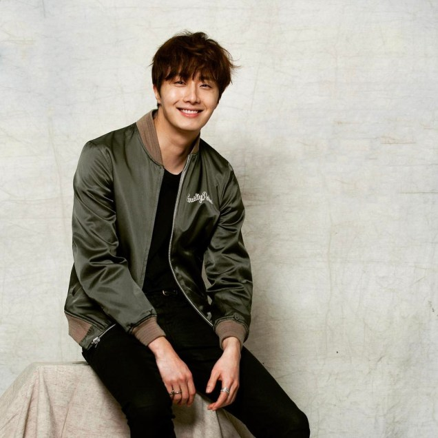 2016 Jung Il woo in his Green Jacket. 3