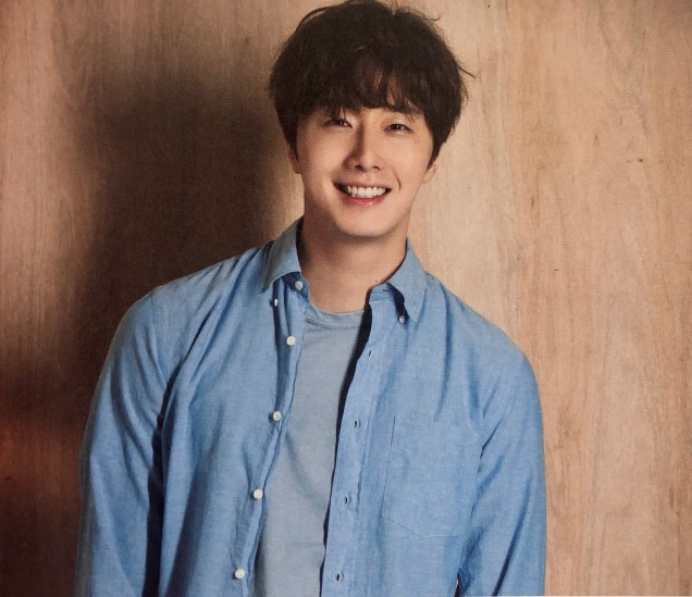 2016 Jung Il woo in the 10th Anniversary Book (in blue shirt). 4