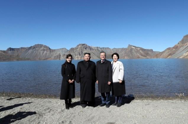 2018.09.20 Visit of Moon Jae-in to Mount Baekdu. Cr. Joint Press Corp.1.jpg