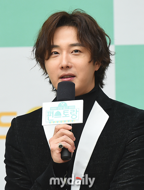 2019 10 25 Jung Il woo at the Press Conference for Convenient Restarurant KBS 11