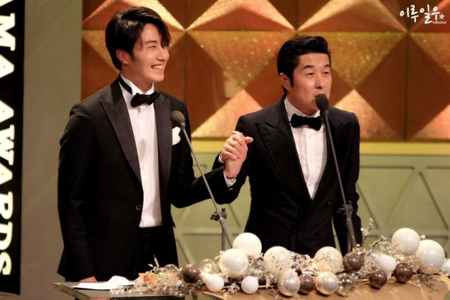 2014 12 30 Jung Il-woo at the 2014 MBC Awards Presenting an Award 5