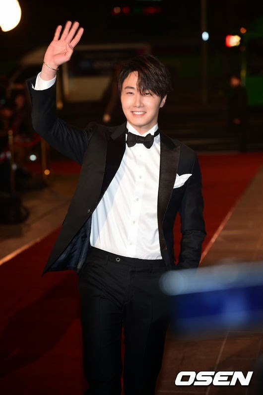 2014 12 30 Jung Il-woo walks in at the 2014 MBC