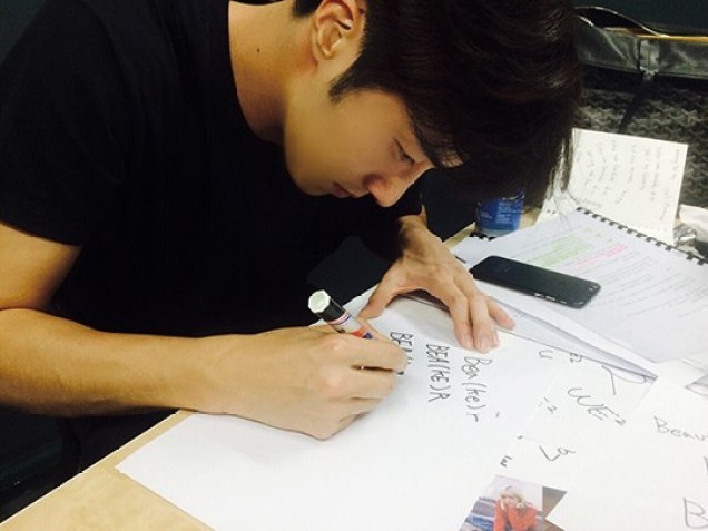 2015 10 6 Jung Il-woo makes designs for his own brand we2 for the Xstore. 18