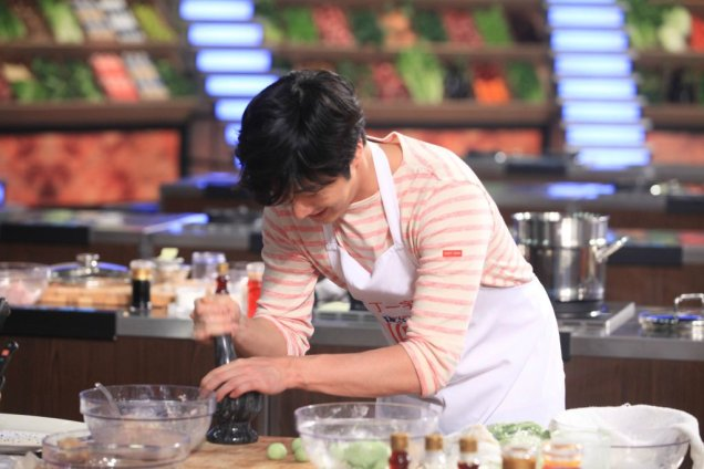 2015 4 Jung Il-woo in Star Chef Episode 2 1
