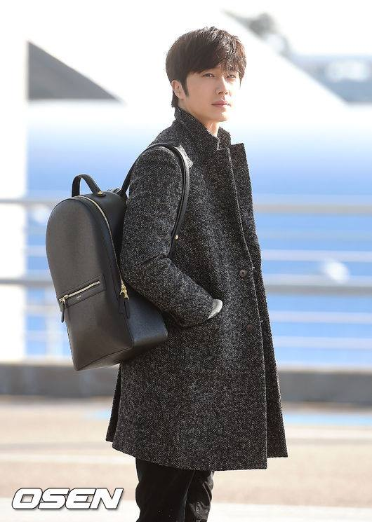 2016 1 9 Jung Il-woo in the airport going to Shanghai for the Smile Cup Part 1 10