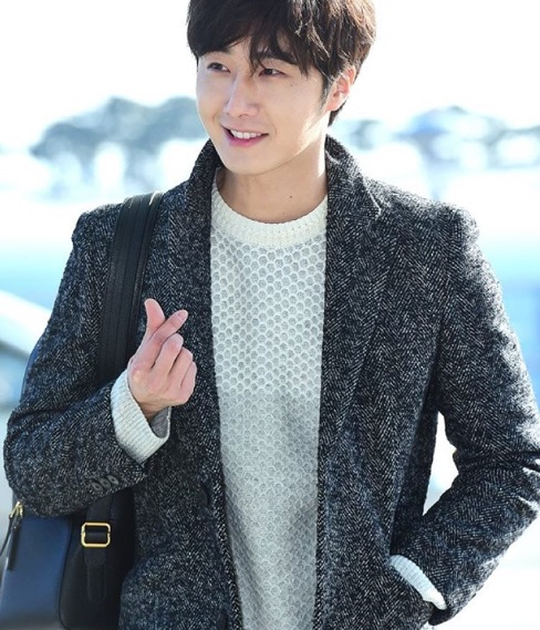 2016 1 9 Jung Il-woo in the airport going to Shanghai for the Smile Cup Part 2 31 2