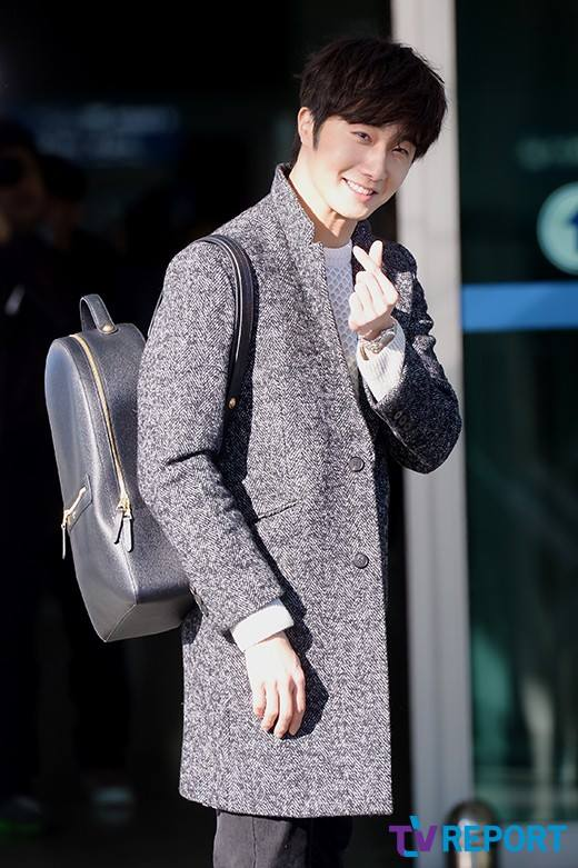 2016 1 9 Jung Il-woo in the airport going to Shanghai for the Smile Cup Part 2 4