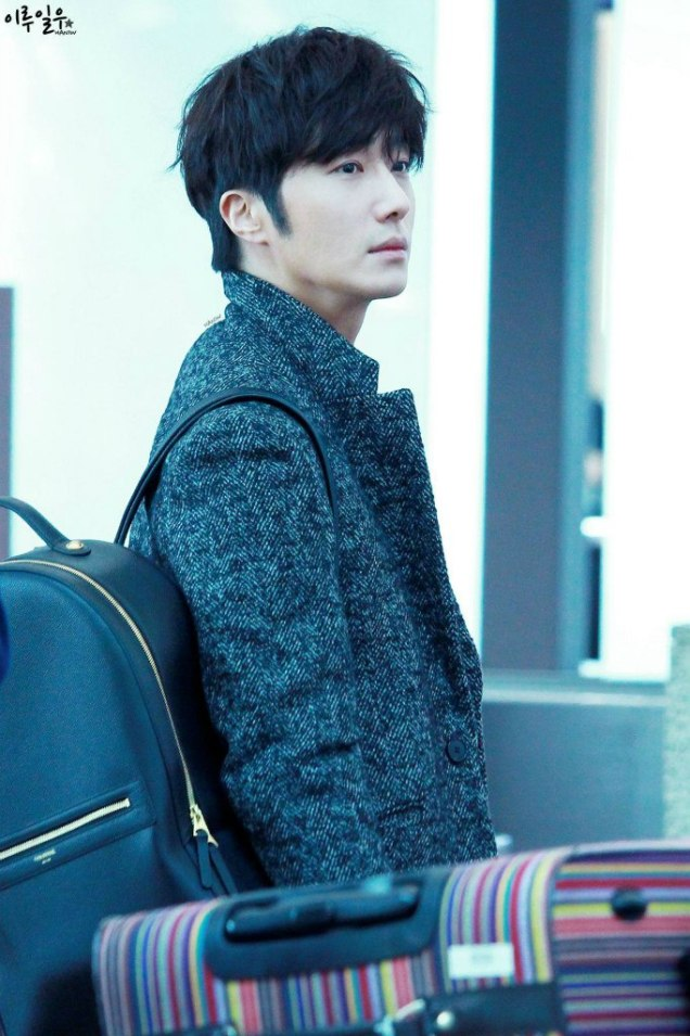 2016 1 9 jung il-woo in the airport going to shanghai for the smile cup part 3 7