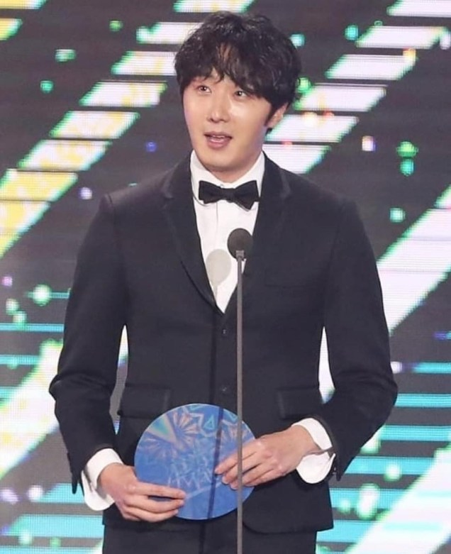 2019 1 5 Jung Il-woo at the 33rd Golden Disk Awards. Cr. On Photo 1.JPG