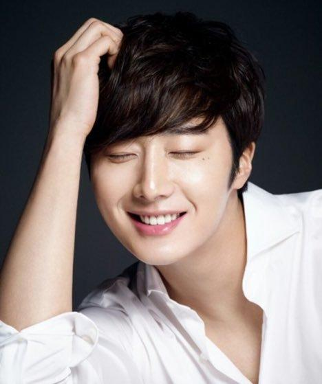 2017 2 Jung Il woo in photos for HQ. 3