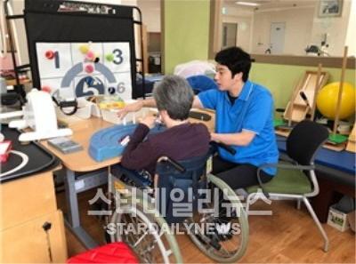 2017-Jung-Il-woo-at-the-Seocho-Senior-Center-1.jpg