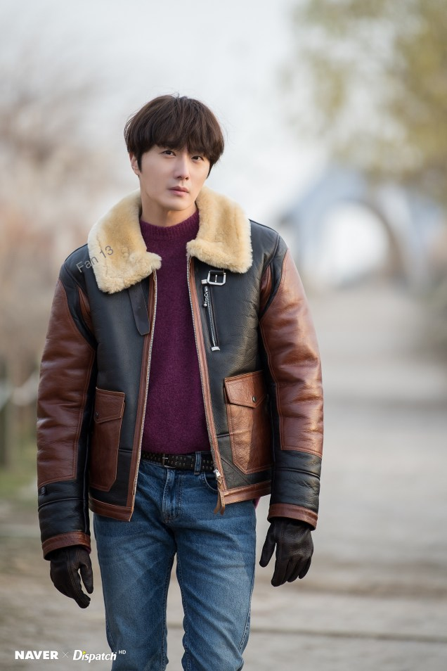 2019 12 4 Jung Il woo in a Photo Promotion for COnvenience Store Restaurant. Cr. Dispatch, Naver. 1