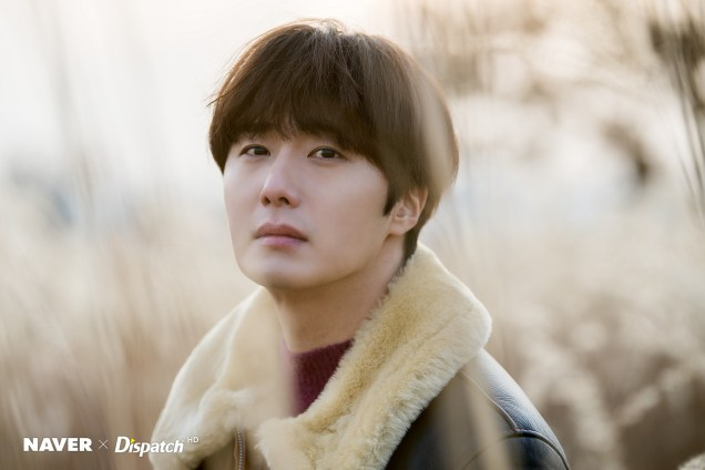 2019 12 5 Jung Il woo in a leather jacket photo shoot. Cr. Dispatch:Naver 12