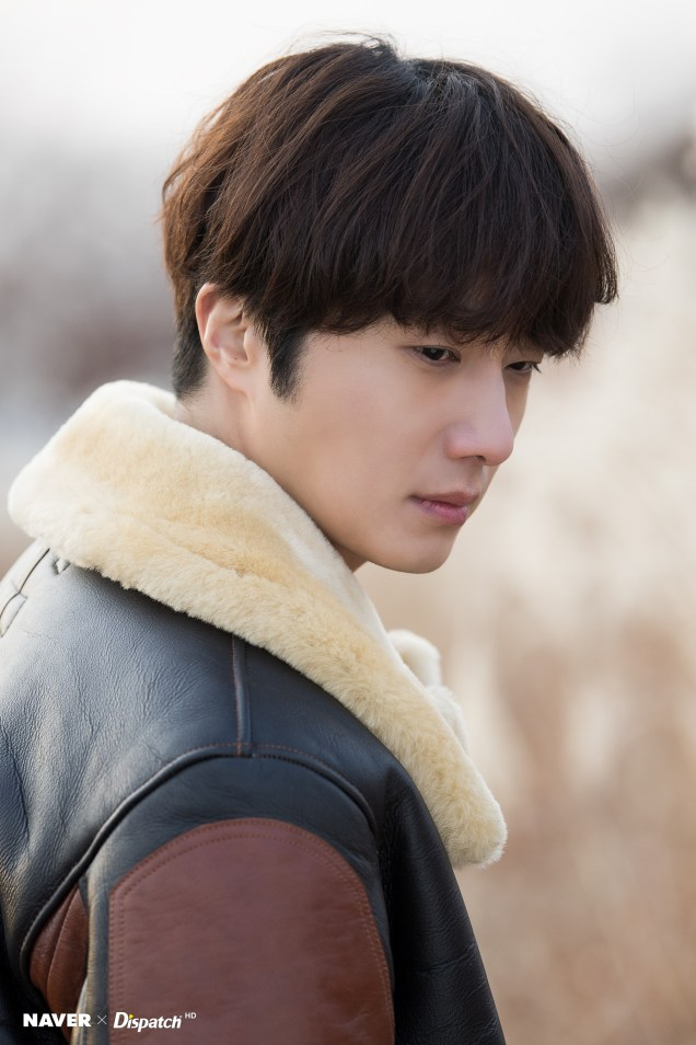 2019 12 5 Jung Il woo in a leather jacket photo shoot. Cr. Dispatch:Naver 7