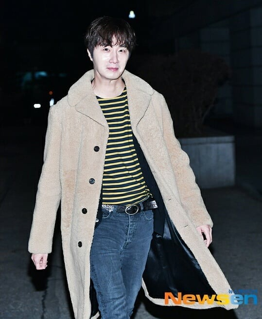 2019 12 7 Jung Il woo at KBS for filming of Happy Together 4 with Lee Soon-jae. 7
