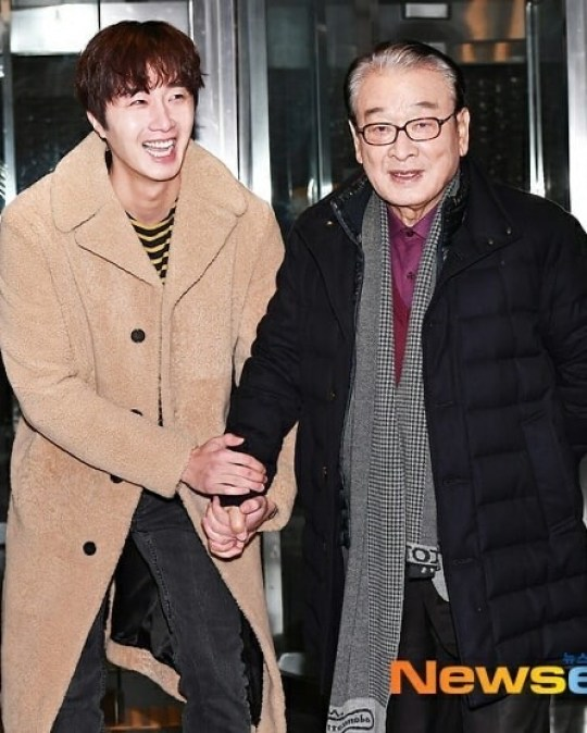 2019 12 7 Jung Il woo at KBS for filming of Happy Together 4 with Lee Soon-jae. 8