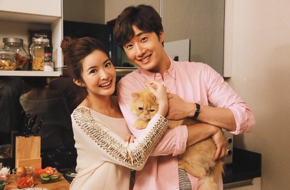 2017 Jung Il woo in Love and Lies with cat. Cr. True4U 15.jpg