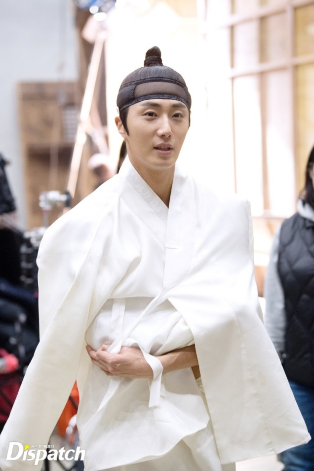 2019 2 11 Jung Il-woo BTS Haechi Episode 1. Cr. SBS, Dispatch. 14.jpg