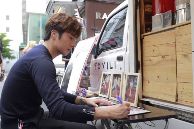 Jung Il woo in Behind the Scenes of Love and Lies. Photos with fans. 8