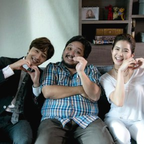 Jung Il woo in Behind the Scenes of Love and Lies. With cast and crew. 2