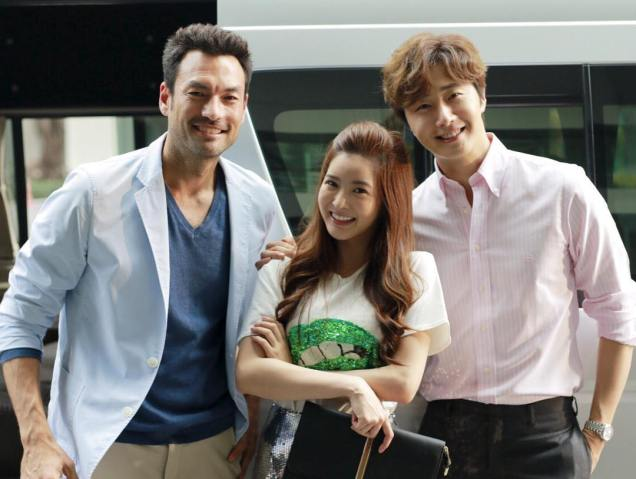 Jung Il woo in Behind the Scenes of Love and Lies. With cast and crew. 7