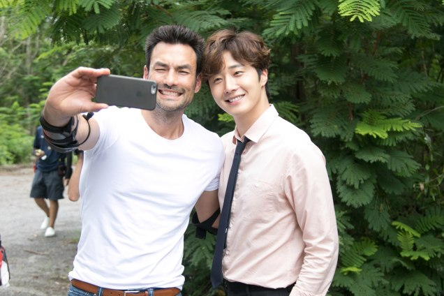 Jung Il woo in Behind the Scenes of Love and Lies. With male actors. 7