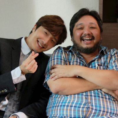 Jung Il woo in Behind the Scenes of Love and Lies. With the director. 3