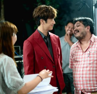 Jung Il woo in Behind the Scenes of Love and Lies. With the director. 5