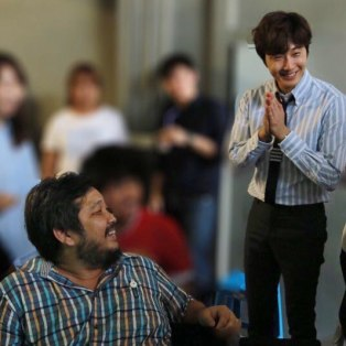 Jung Il woo in Behind the Scenes of Love and Lies. With the director. 9