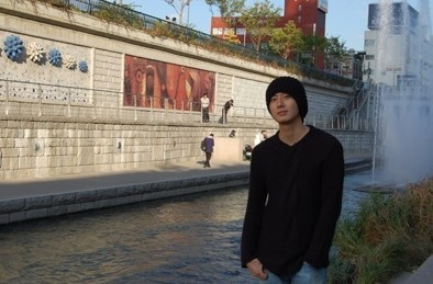 Jung Il woo at the Cheonggyecheon Stream. 2