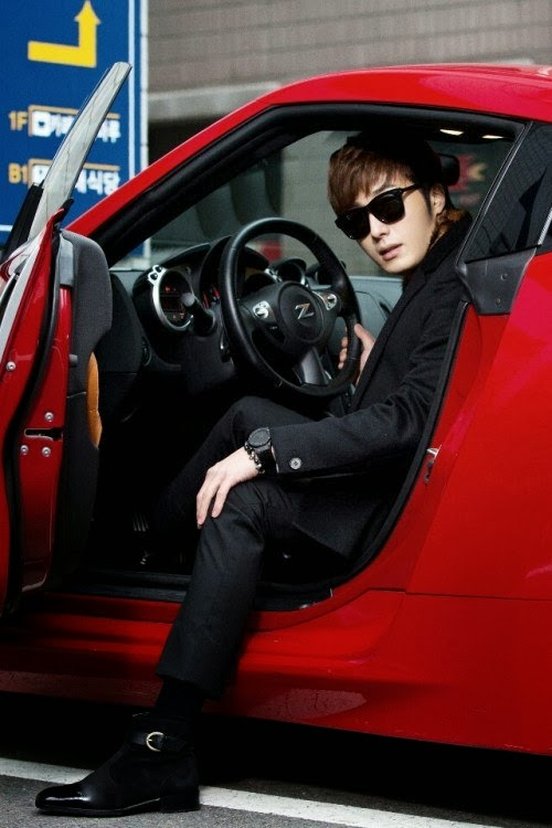 2014 Jung Il woo and the red car entrance. Golden Rainbow. 9.jpg