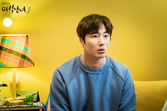 Jung Il woo in Sweet Munchies Episode 3. Stills from JTBC. 2
