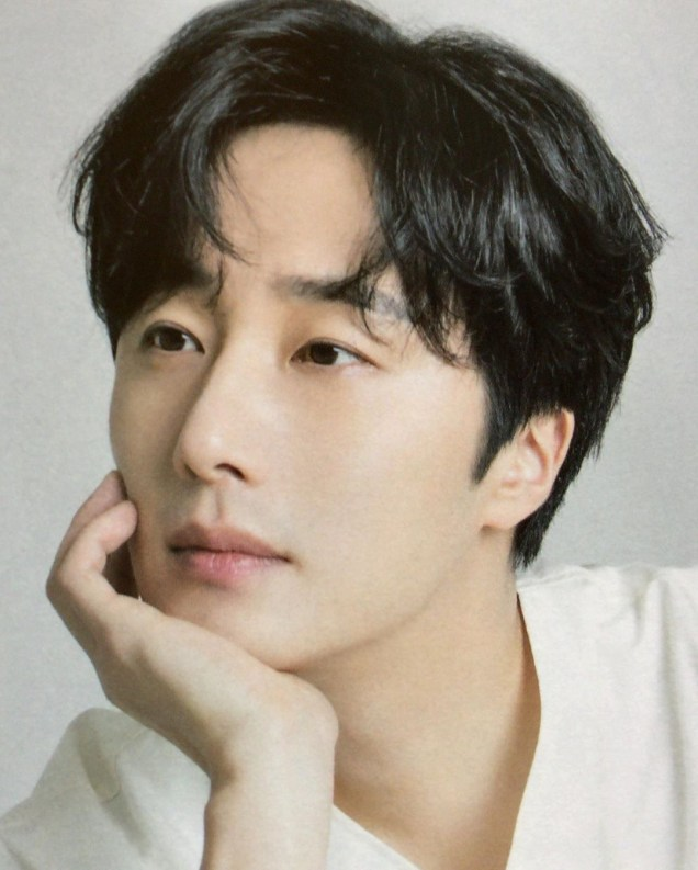2020 9 Jung Il Woo in the magazine Korean Style Pia. 4