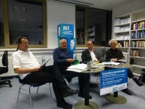 Josef Berghold (Sozialpsychologe), Erich Ober (BMLFUW), Wolfgang Sorgo (Forum Umweltbildung) im Gespräch mit Hans Holzinger über das Jahrbuch