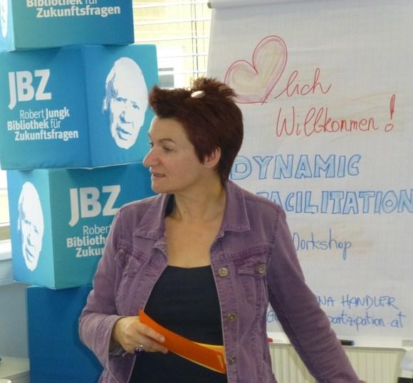 Partizipationsexpertin Martina Handler am 16. 1.2015 bei der Eröffnung der JBZ-MethodenAkademie. Sechs weitere Workshops folgen bis Mai 2015.