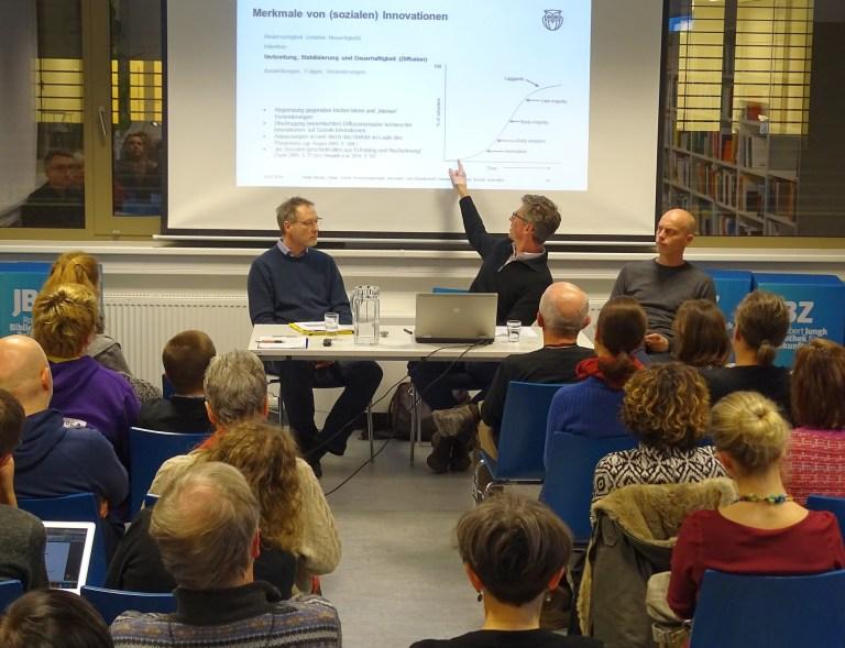 Heiko Berner und Elmar Schüll mit Stefan Wally bei einer JBZ-Montagsrunde
