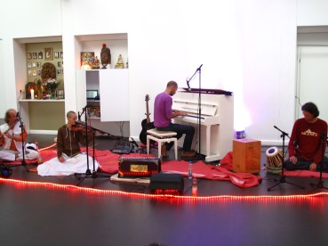 Sound check for a kirtan in Munich. Photo by Manu Theobald