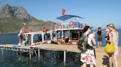 Stepping out towards the boat for our big tour!