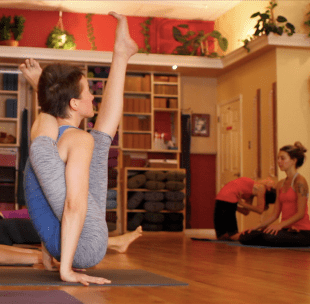 Cakorasana during a Mysore class with Richard in 2013.