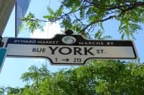 Straßenschild - immer zweisprachig!