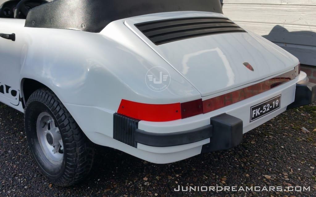 Porsche 911 Racing Wit