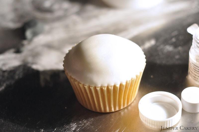 How to make a polar bear cupcake