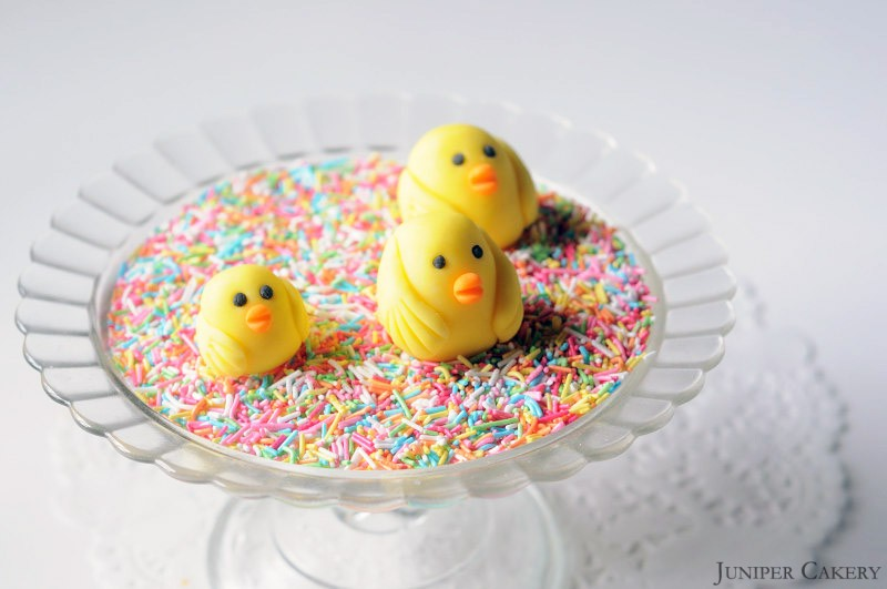 Easter Tutorial: How to make a simple sugarpaste chick!