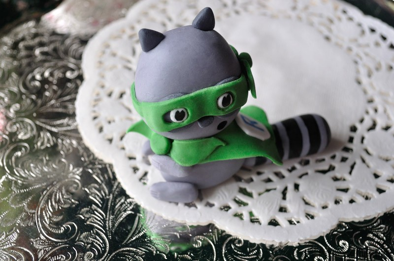 Tutorial Tuesday: How to make a sugarpaste raccoon