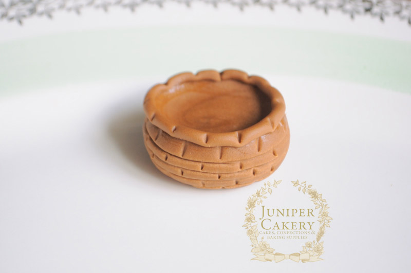 Fondant basket tutorial by Juniper Cakery