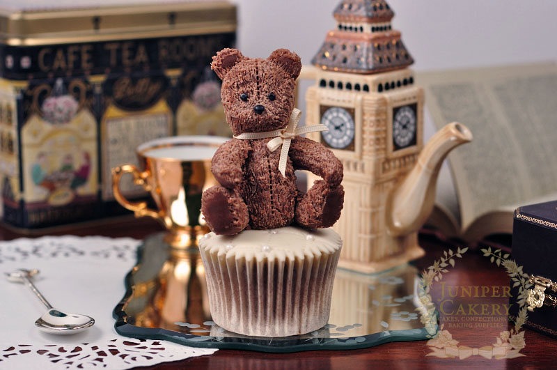How to make a sweet little antique teddy cupcake topper by Juniper Cakery