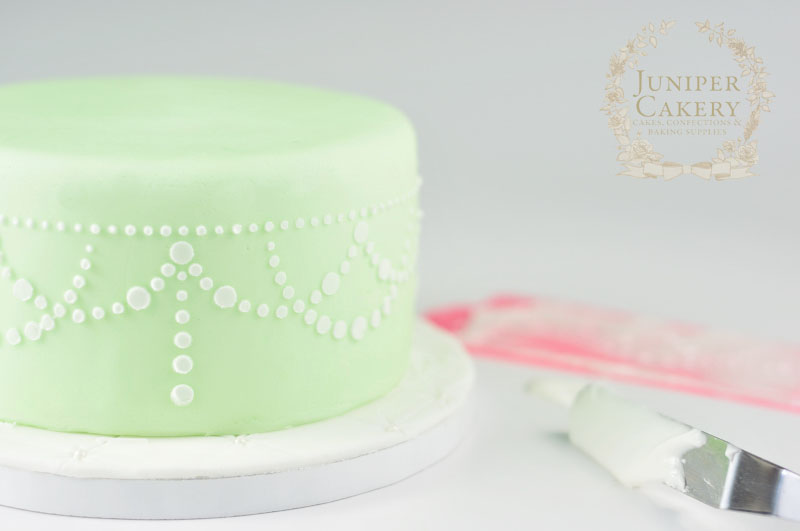 How to stencil onto cakes with Juniper Cakery